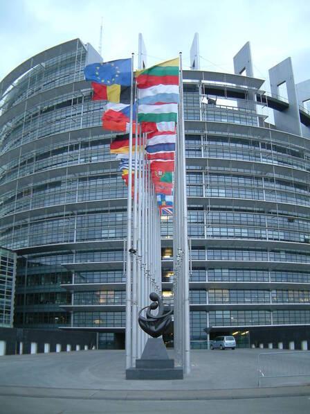 La sede del parlamento ue a strasburgo images media for Parlamento sede